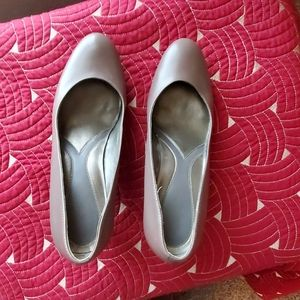 Taupe Naturalizer shoes